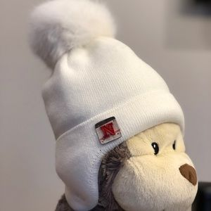 Very warm brand new baby hat. Size 0-3 M